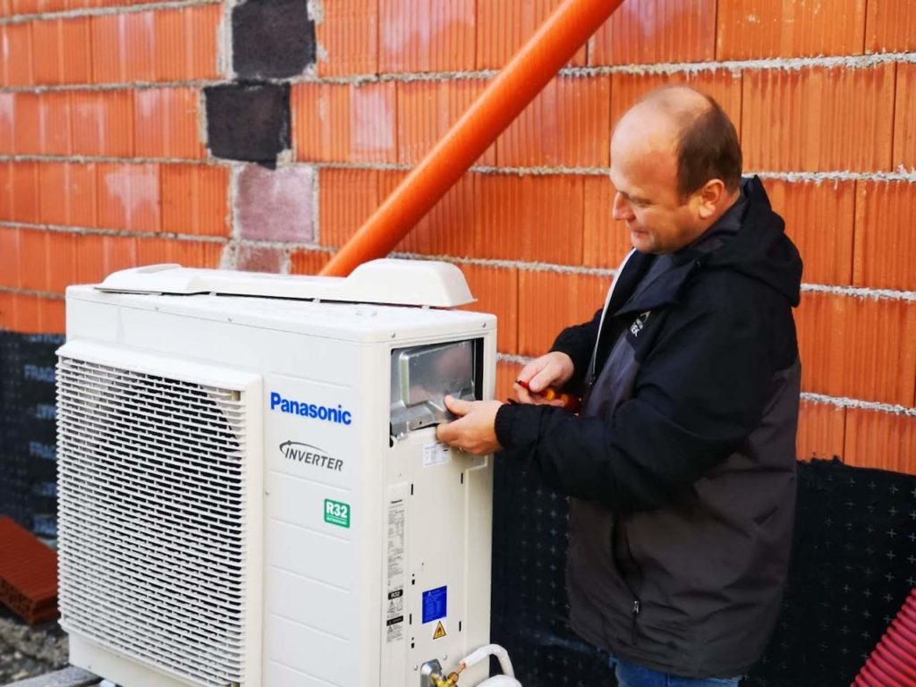 zunanja enota toplotne črpalke Panasonic